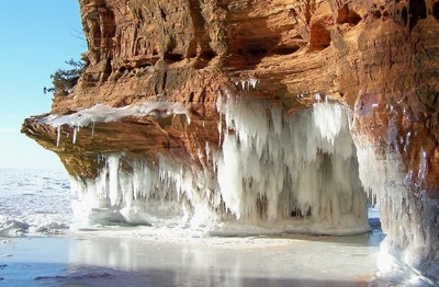 IJsgrotten op Apostle Islands, Wisconsin (Foto Bayfield Visitors Bureau)